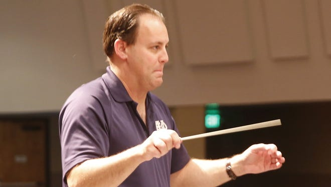Teun Fetz will lead the San Juan College Orchestra in its program Friday night at the Henderson Fine Arts Performance Hall.