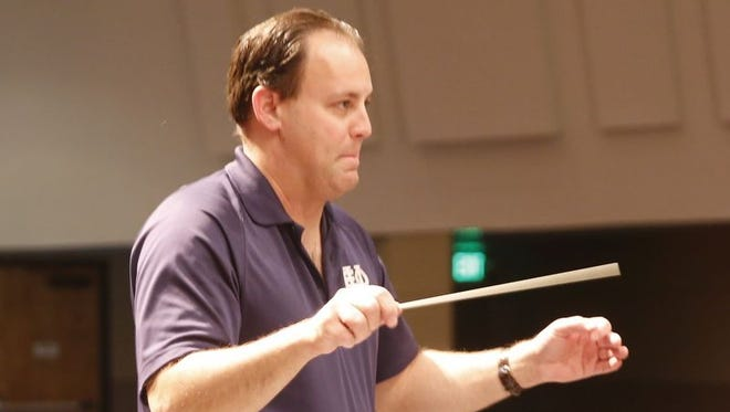 Teun Fetz will lead the San Juan College Orchestra Tuesday night when it performs a concert with the Caliente Community Chorus at the college.