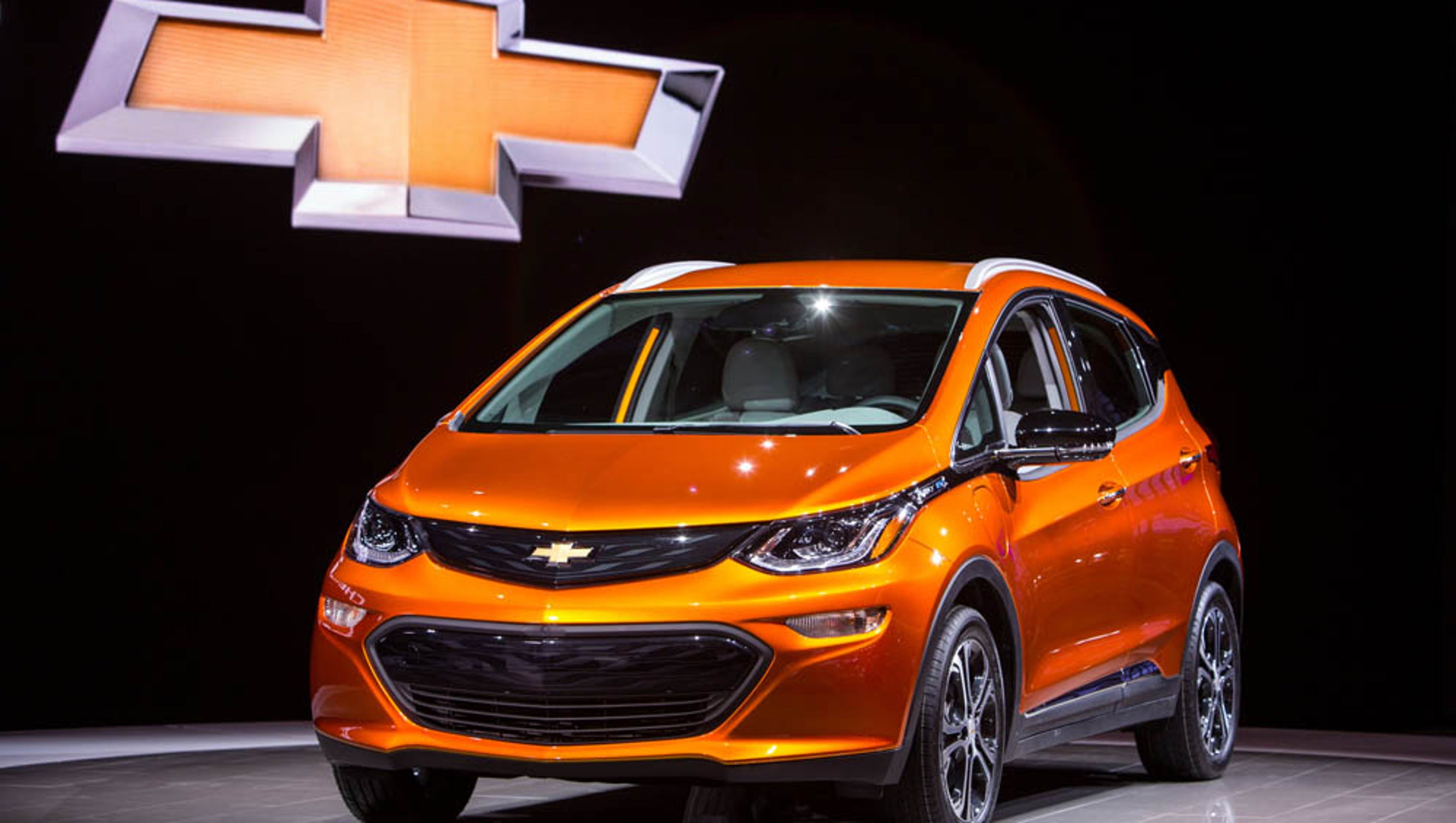 photos 2017 chevrolet bolt ev. Black Bedroom Furniture Sets. Home Design Ideas