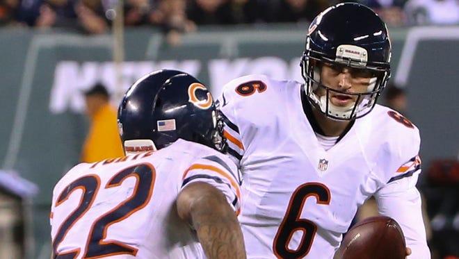 Should Bears QB Jay Cutler be handing off more to Matt Forte?