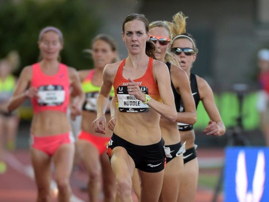 Molly Huddle wins the 10,000 meters in 31:39.20  in