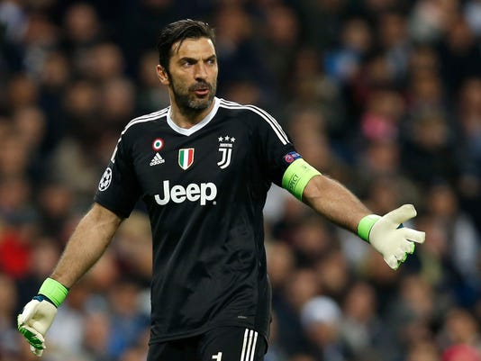 hot sale online 01f90 7afd0 Buffon slams referee after late penalty and red card