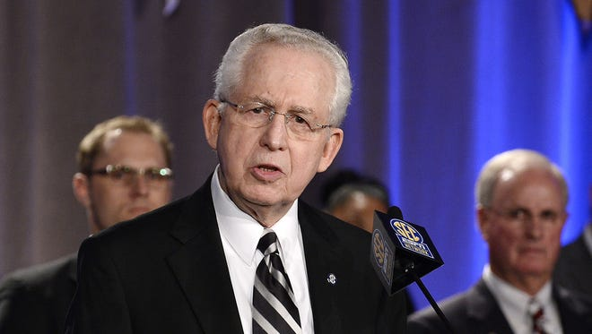 SEC commissioner Mike Slive is prepared to secede from Division I college athletics if the NCAA doesn't approve the autonomy the power five conferences are seeking.