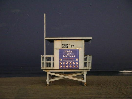 Lifeguard stand in Manhattan Beach, at 9 p.m., in virtual