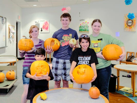 Sun, 23 Oct 16 (cc g'town library pumpkins  ) Photo by Craig Collier/Special to The Commercial Appeal -