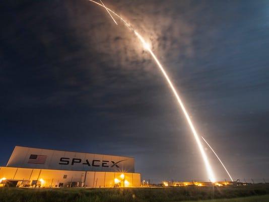 636480652301068648-spx-crs9-launch-land-streak-kscview.jpg