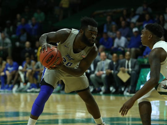 MTSU guard Giddy Potts looks to drive against UAB at Bartow Arena in Birmingham, Ala., on Dec. 30, 2017.