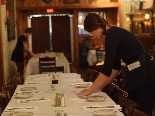636522119332192987-Restaurant-wages.jpg
