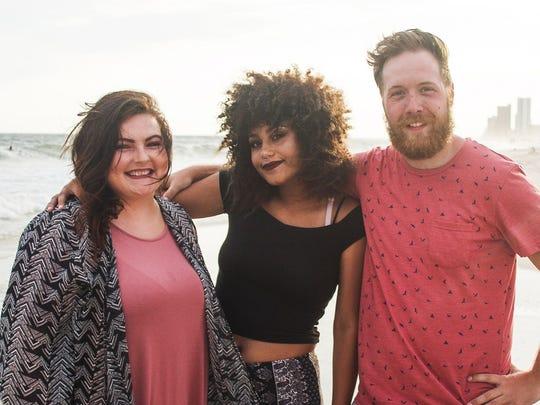 Racheal, Xana and Jarreth Hunt at a beach vacation.