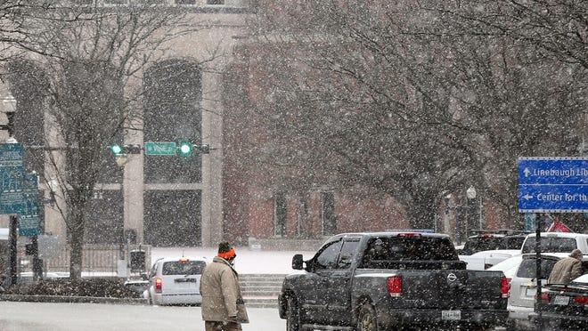 Snow falling in downtown Murfreesboro Wednesday, Jan. 7, 2014.