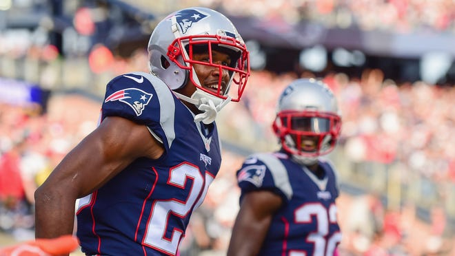 FOXBORO, MA - OCTOBER 16:  Eric Rowe #25 of the New England Patriots reacts after blocking a pass during the fourth quarter of a game against the Cincinnati Bengals at Gillette Stadium on October 16, 2016 in Foxboro, Massachusetts.  (Photo by Billie Weiss/Getty Images) ORG XMIT: 663669911 ORIG FILE ID: 615045750