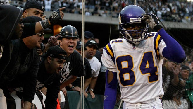 Oakland Raiders fans yell at Minnesota Vikings wide receiver Randy Moss after the Vikings missed on their final fourth-down play in the fourth quarter of the Raiders' 28-18 win in Oakland, Calif., on Sunday, Nov. 16, 2003. (AP Photo/Jeff Chiu) ORG XMIT: CAJC103