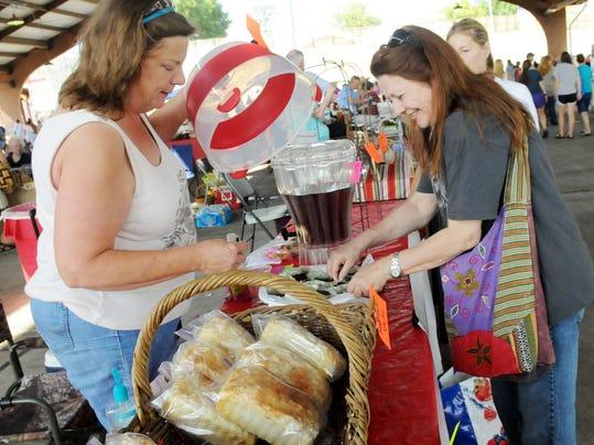 SHR 0818 farmers market2 (2).jpg