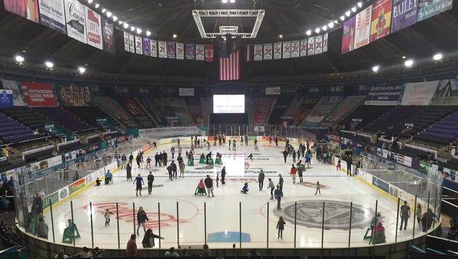 The Mudbugs open the 2017-18 season Friday on George's Pond at Hirsch Coliseum.
