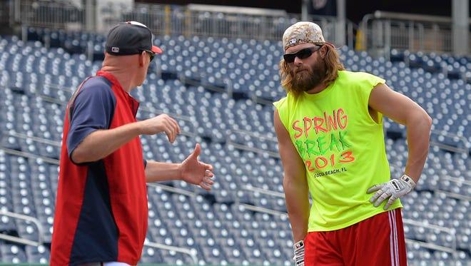 Manager Matt Williams counsels right fielder Jayson Werth before batting practice Wednesday.