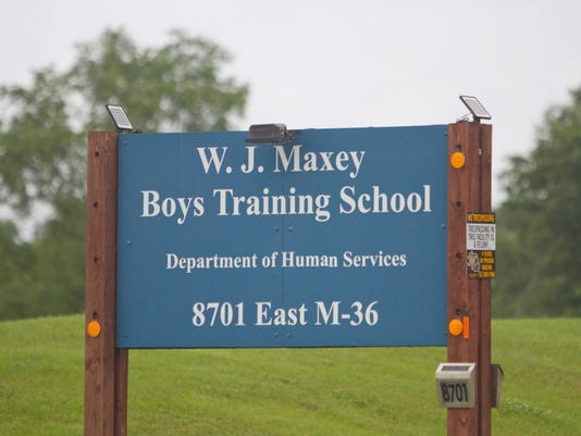 635800060284322283-Maxey-sign