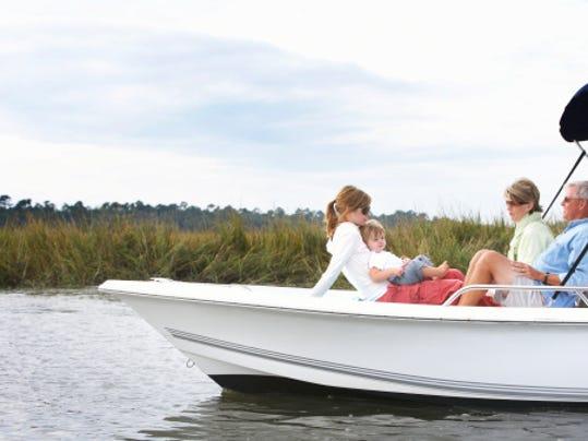 boat sb10066306b-001.jpg