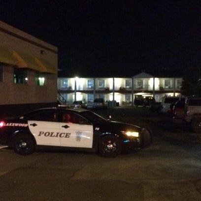 Police surround motel looking for homicide suspect