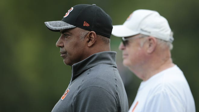 Cincinnati Bengals head coach Marvin Lewis, left, and team president Mike Brown, right.