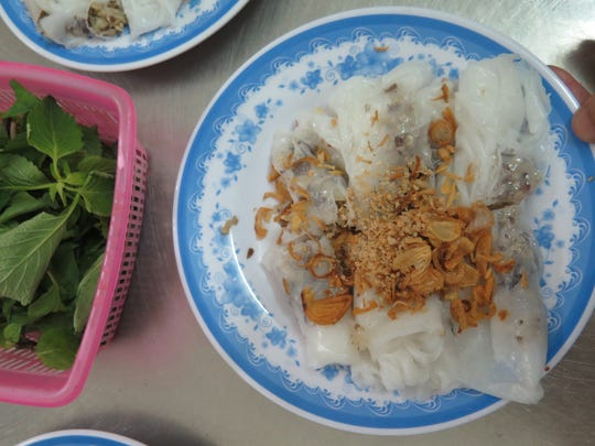 Steamed rice pancakes with filling were enjoyed in
