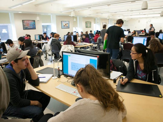 Students attend a Chemistry 152 class in the Active