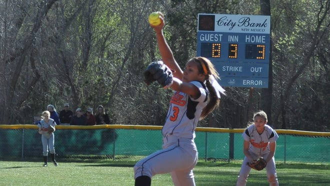 Capitan pitcher Destiny Magnone replaced Dominque Valedez after she sustained an injury.