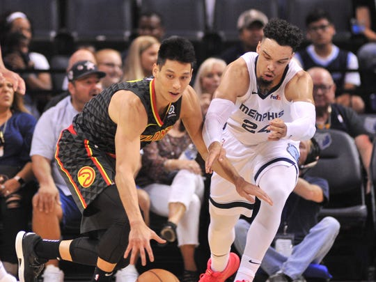 Hawks guard Jeremy Lin (7) and Grizzlies guard Dillon Brooks (24) fight for the ball.