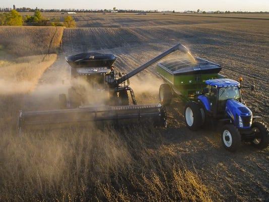 101817_drone_soybean_harvest_RWHITE_1809