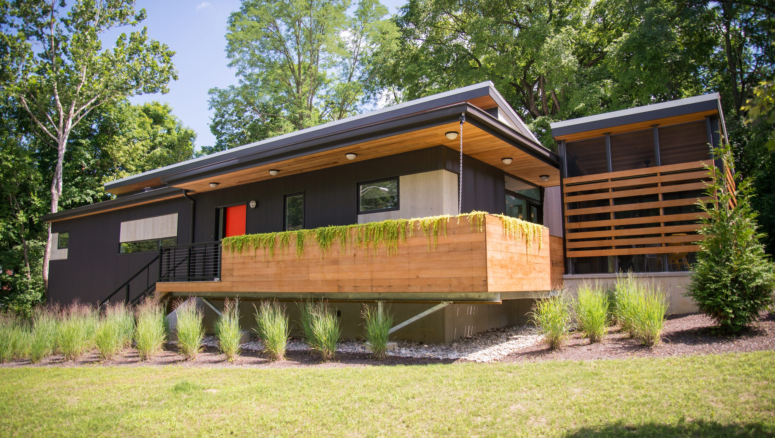 Cool homes minimalist modern goes green in northside for Northside house