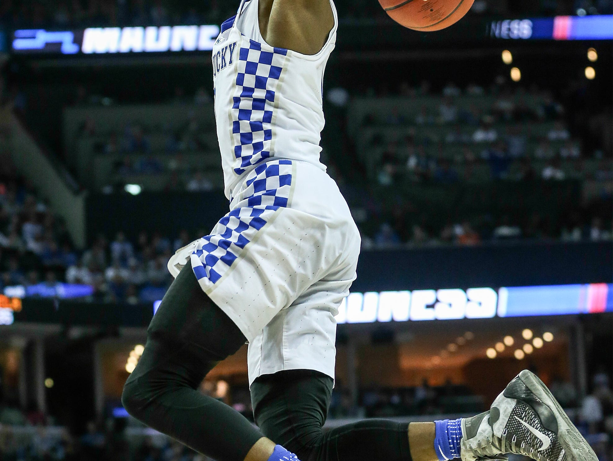 De'Aaron Fox drives to the basket to get two of his 39 points in the second half against UCLA. March 25, 2017