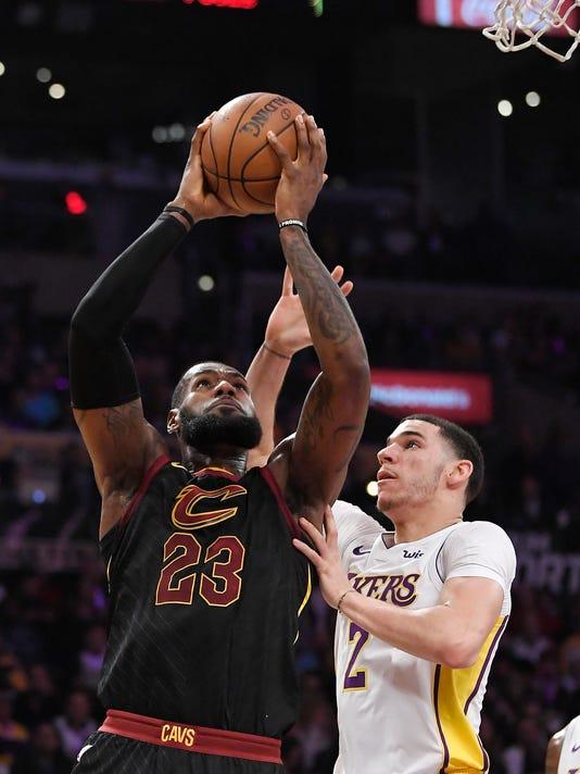 Lakers_James_Basketball_48272.jpg