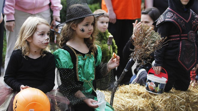 Take the kids (10 and younger) to Deepwood for a Halloween party noon to 3 p.m. Oct. 28. $5 for ages 10 and younger; $2 for adults.