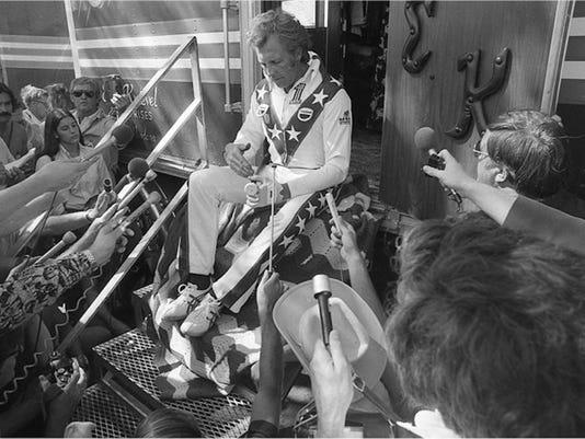 Evel.jpg