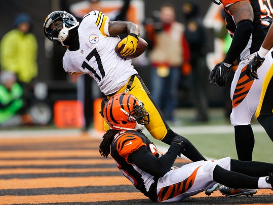 Pittsburgh Steelers wide receiver Eli Rogers (17) celebrates scoring a touchdown against Cincinnati Bengals cornerback Josh Shaw (26) in the second half of an NFL football game, Sunday, Dec. 18, 2016, in Cincinnati. (AP Photo/Gary Landers)
