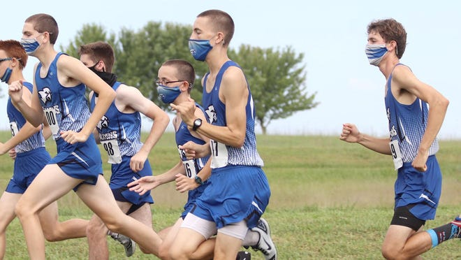 The West Franklin boys cross country team opened the season Saturday by winning the Silver Lake Invitational.