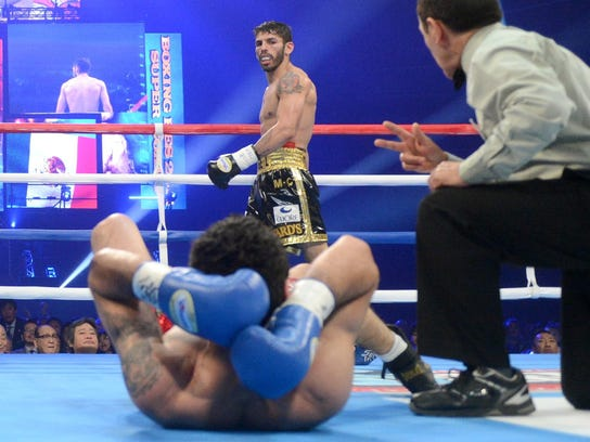 Jorge Linares, shown after knocking out Javier Prieto last year, stopped Ivan Cano in the fourth round Saturday in Caracuas, Venezuela. (Photo: Naoki Fukuda)