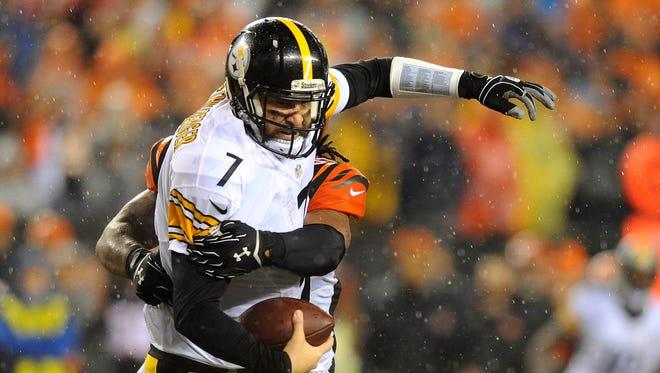 Cincinnati Bengals outside linebacker Vontaze Burfict (55) sacks Pittsburgh Steelers quarterback Ben Roethlisberger (7) during the third quarter in the AFC Wild Card playoff football game at Paul Brown Stadium.
