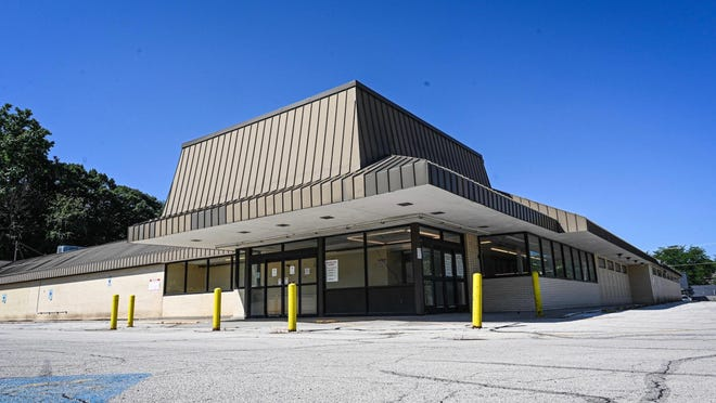 Carpenter's Place plans to operate a thrift store at the former Schnucks at 1715 Rural St. in Rockford.
