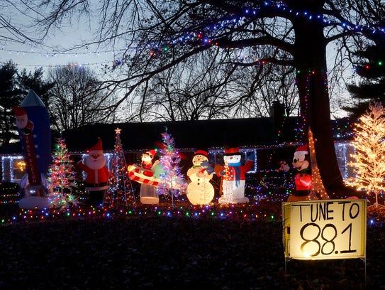 alan hammer and family 2423 s sheridan blvd - Local Christmas Lights Displays
