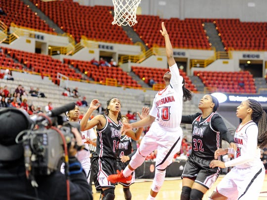 Kia Wilridge under the goal as the Cajuns take on Troy in an ESPN televised game in the Cajundome. Jan 23, 2016.
