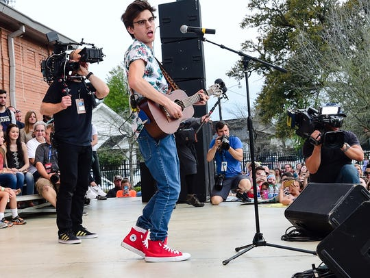 "MacKenze Bourg performs an ""American Ido"" homecoming"