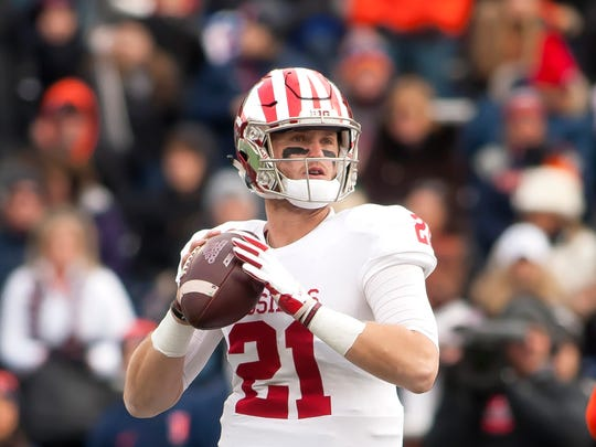 Indiana Hoosiers quarterback Richard Lagow (21) sets up to pass against the Illinois Fighting Illini during the first quarter at Memorial Stadium.