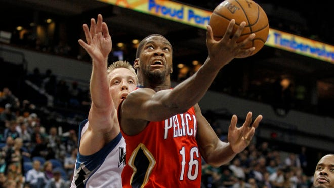 New Orleans Pelicans guard Toney Douglas (16) drives around Minnesota Timberwolves center Justin Hamilton (41) to shoot teh ball in the third quarter at Target Center. The Pelicans win 100-88.