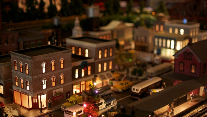 In the tradition of family exhibitions for the Holiday Season, the Barron Arts Center in Woodbridge, New Jersey will once again host an exhibition of model trains curated by Colonia resident Michael Gelesky.
