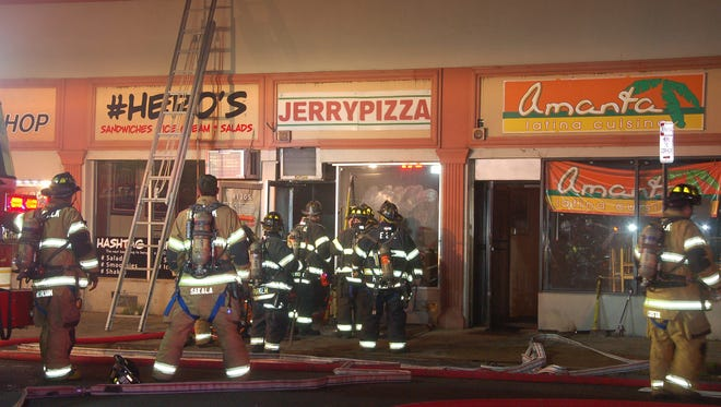 Teaneck firefighters quickly knocked down a fire that broke out at a pizzeria early Thursday morning.