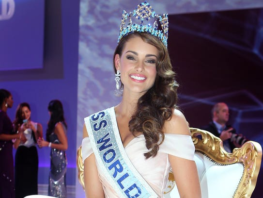 Miss South Africa, Rolene Strauss, is crowned Miss