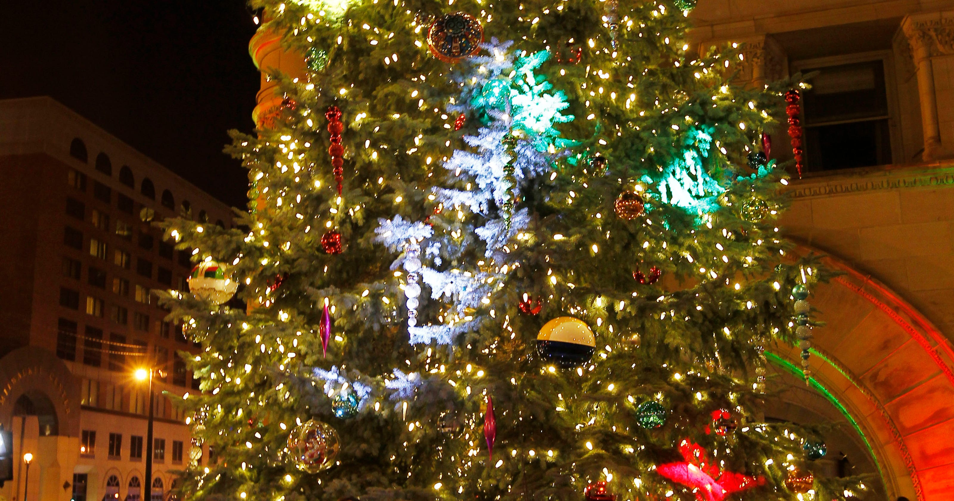 christmas 2017 holiday tree lightings and displays in milwaukee area