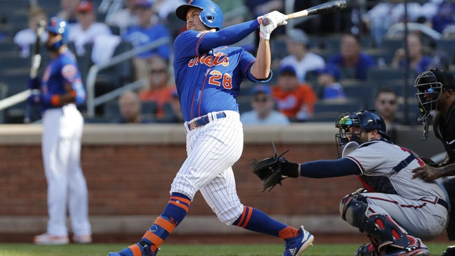 Mets' J.D. Davis (28), shown in 2019 game against Braves, returned to the lineup Sunday after missing two weeks with a shoulder injury