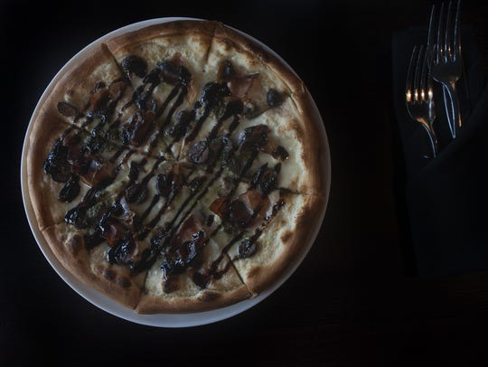 A  Fig-tastic pizza is a steamy treat at Catelli Duo