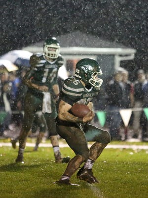 North Marion's Ammon Suchanski runs the ball as North Marion falls to Cascade 12-3 in an Oregon West Conference game on Friday, Oct. 21, 2016.                                                                                                                  Cascade defeats North Marion 12-3 in an Oregon West Conference game on Friday, Oct. 21, 2016.